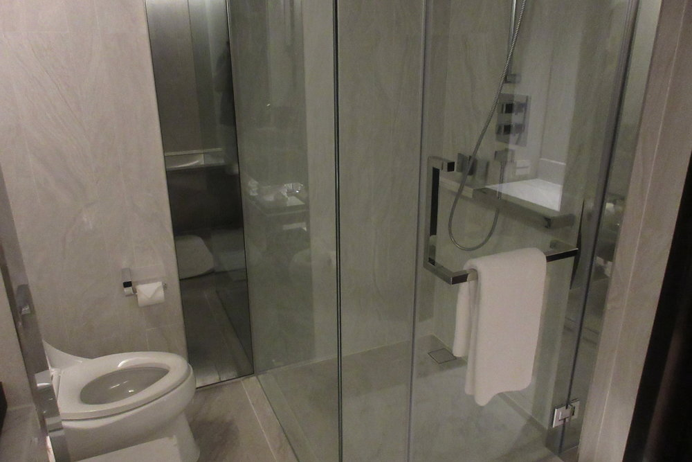 JW Marriott Bangkok – Toilet and shower