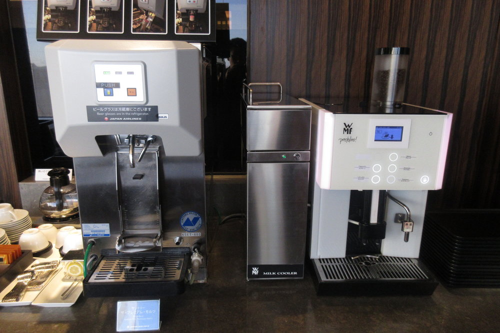 Japan Airlines First Class Lounge Tokyo Narita – Drink machines