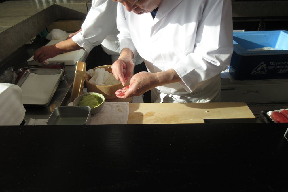 Japan Airlines First Class Lounge Tokyo Narita – Sushi chefs at work