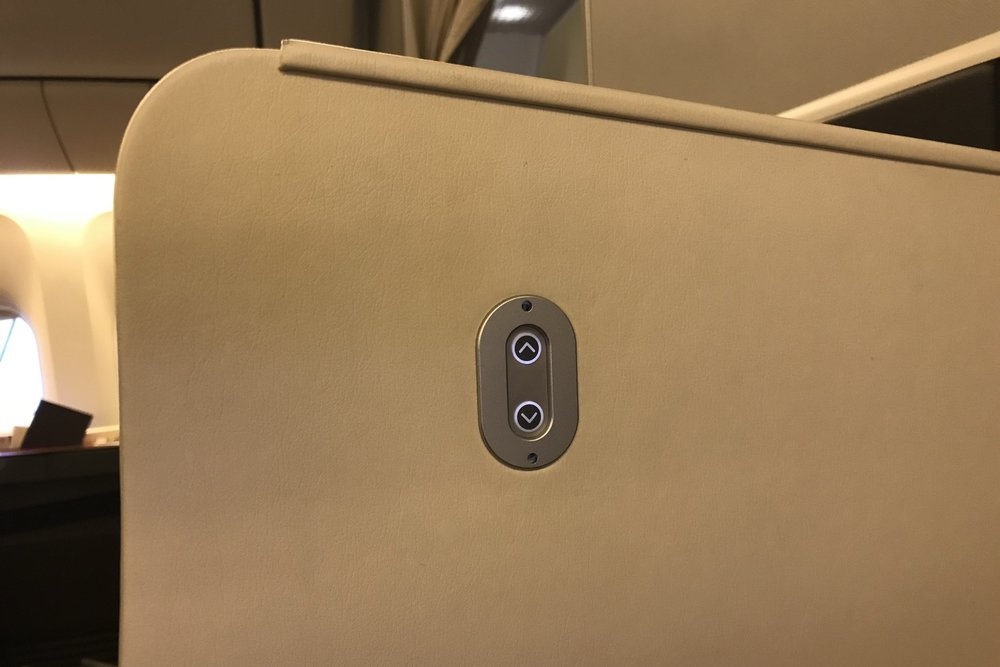 Japan Airlines First Class – Privacy partition controls