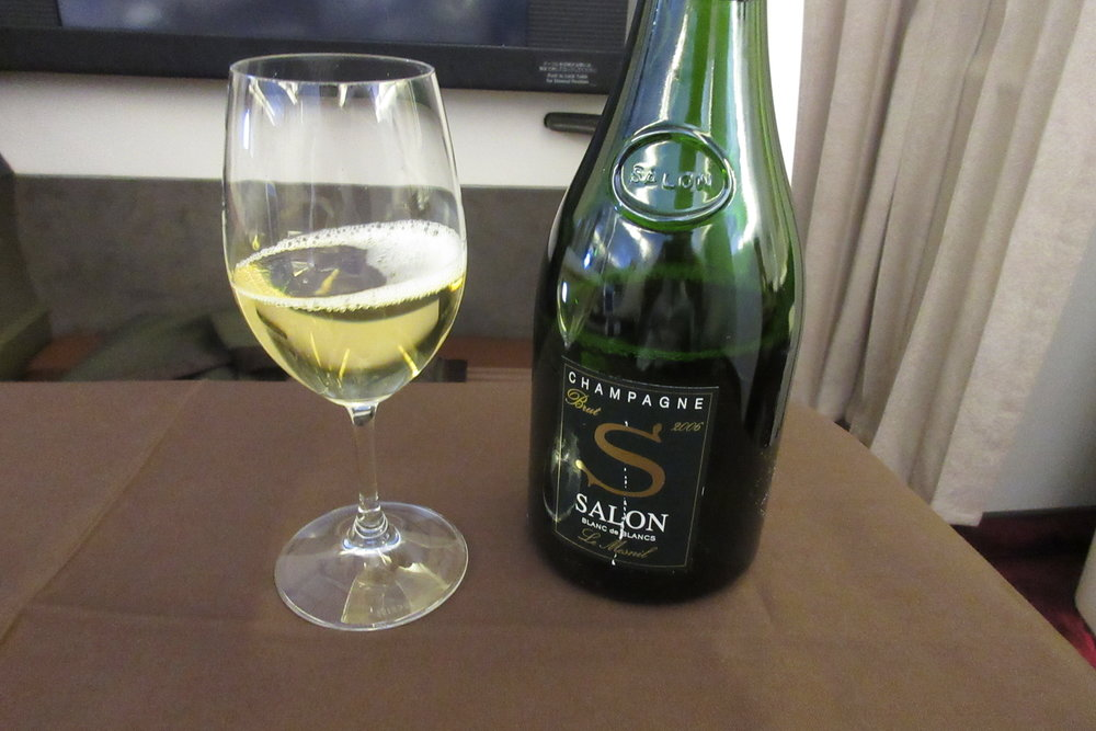 Japan Airlines First Class – Salon champagne