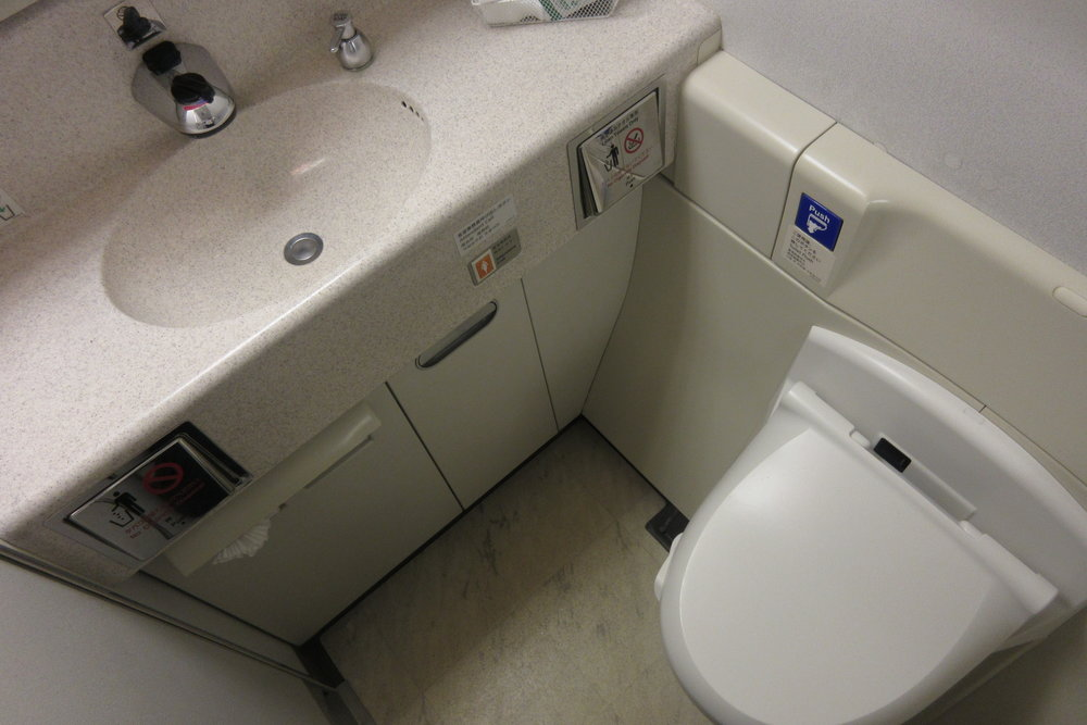 Japan Airlines First Class – Restroom