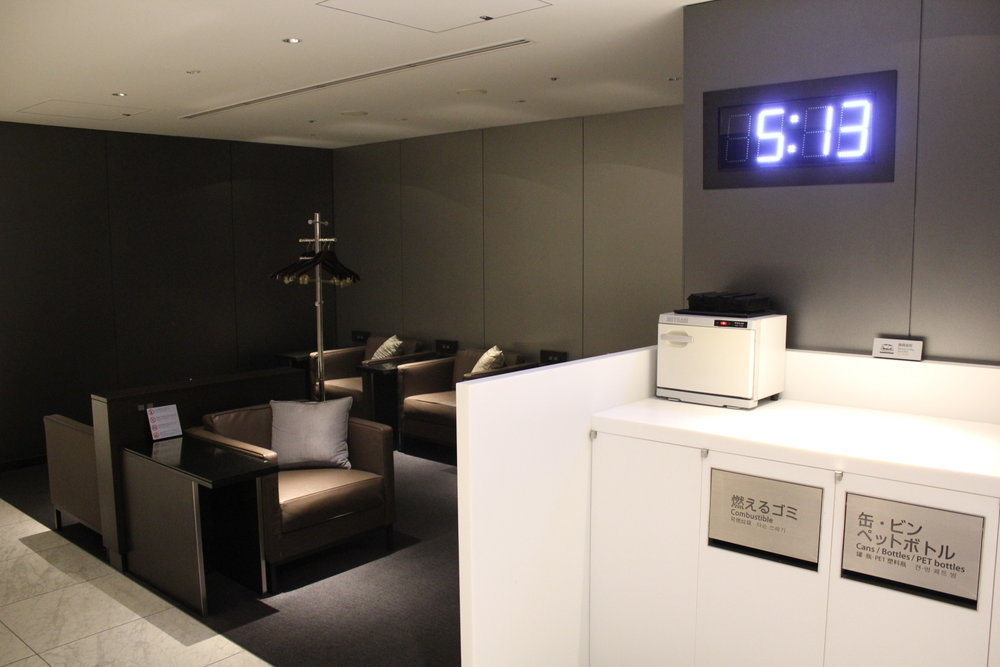 ANA Suite Lounge Tokyo Haneda – Clock