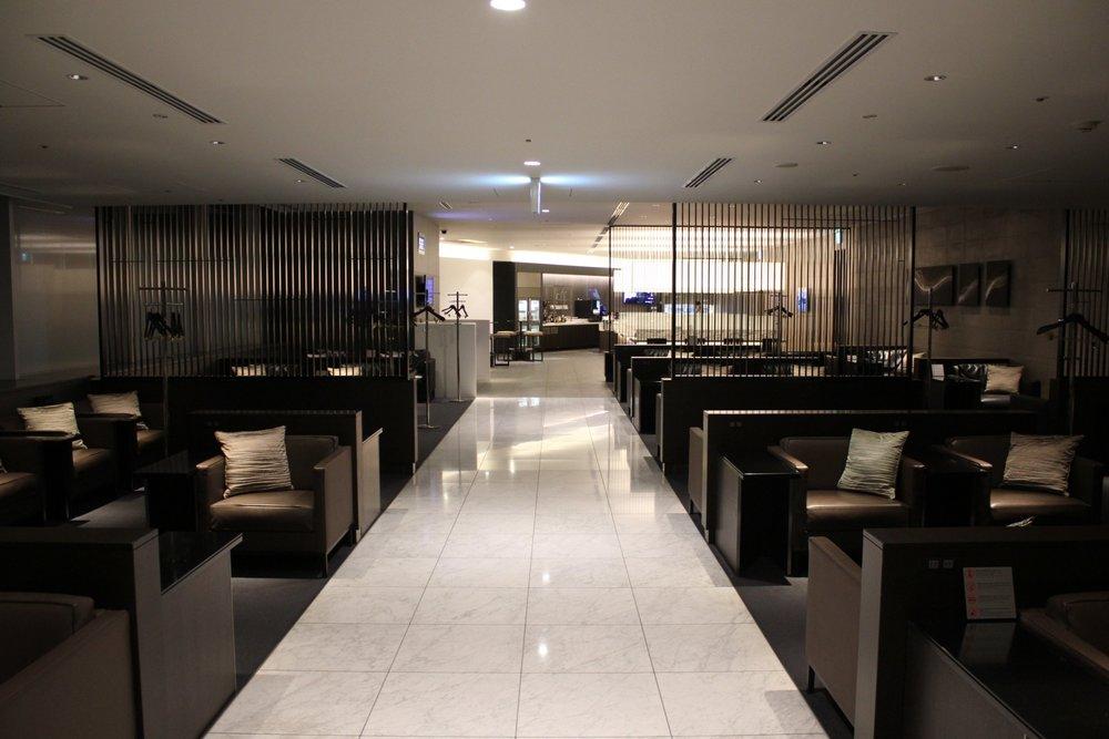 ANA Suite Lounge Tokyo Haneda – Hallway