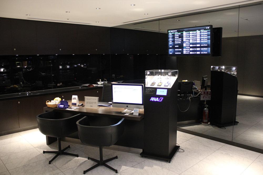 ANA Suite Lounge Tokyo Haneda – Concierge desk