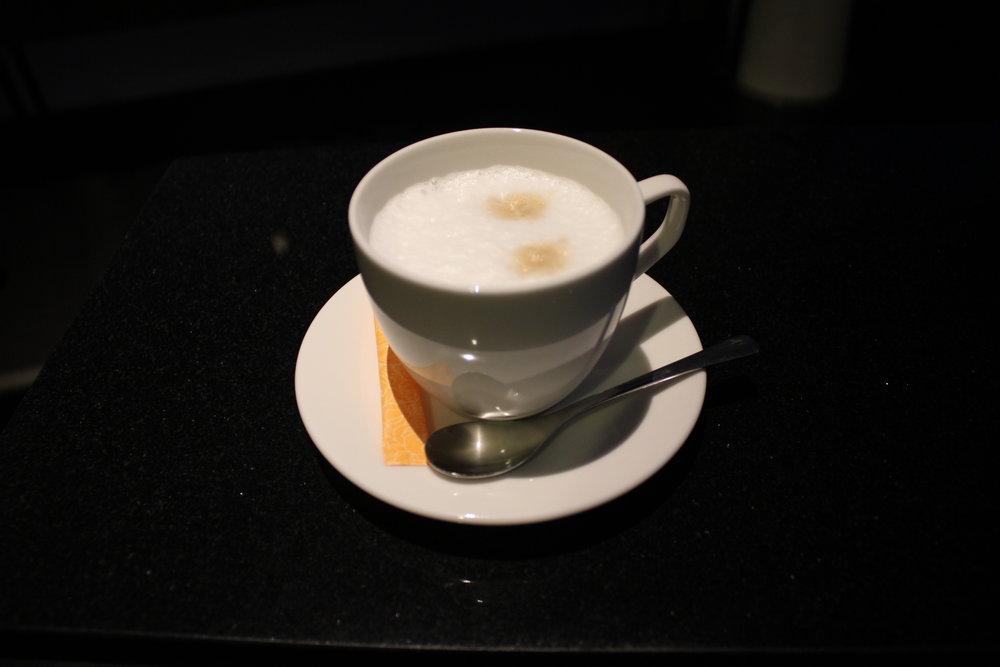 ANA Suite Lounge Tokyo Haneda – Cappuccino
