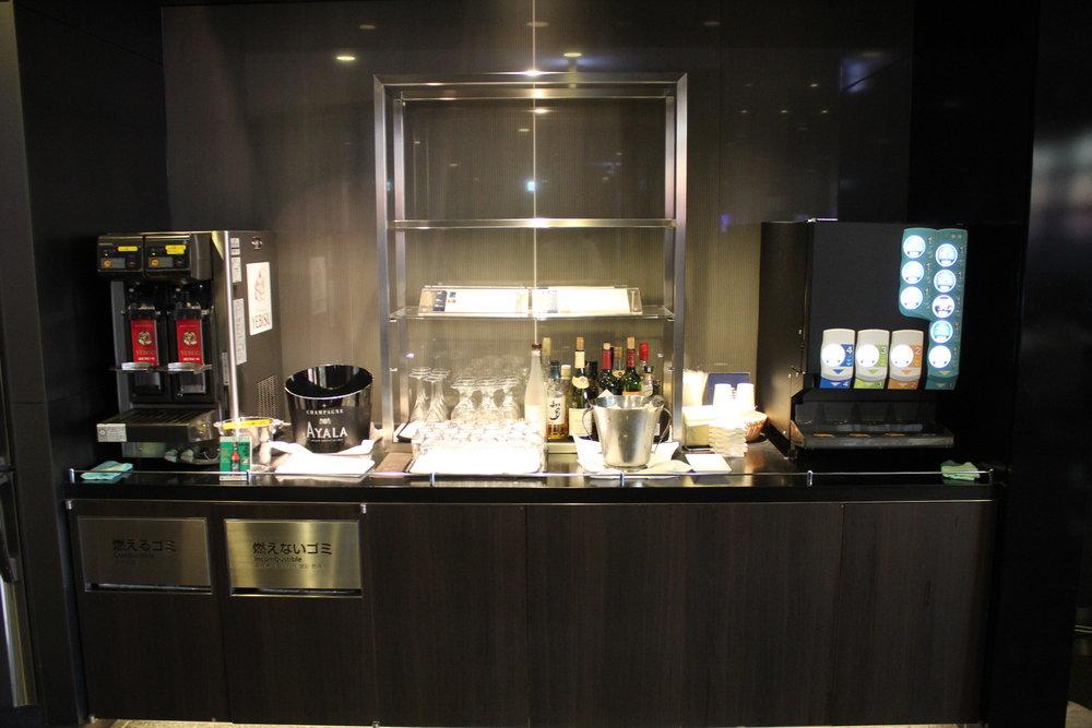 ANA Suite Lounge Tokyo Haneda – Beverage setup