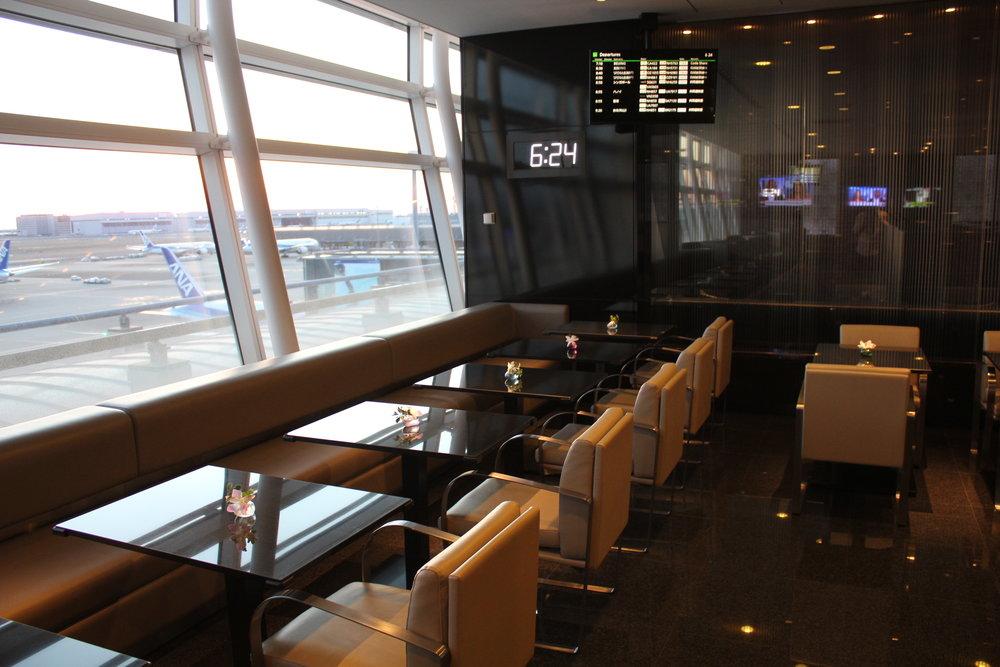 ANA Suite Lounge Tokyo Haneda – Mini dining area