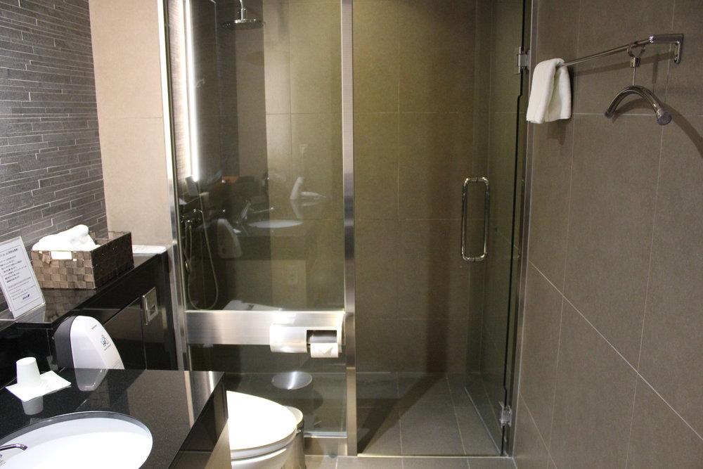 ANA Suite Lounge Tokyo Haneda – Shower room