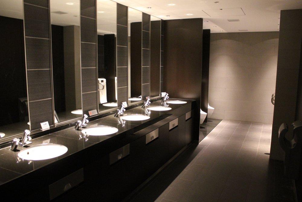 ANA Suite Lounge Tokyo Haneda – Restrooms