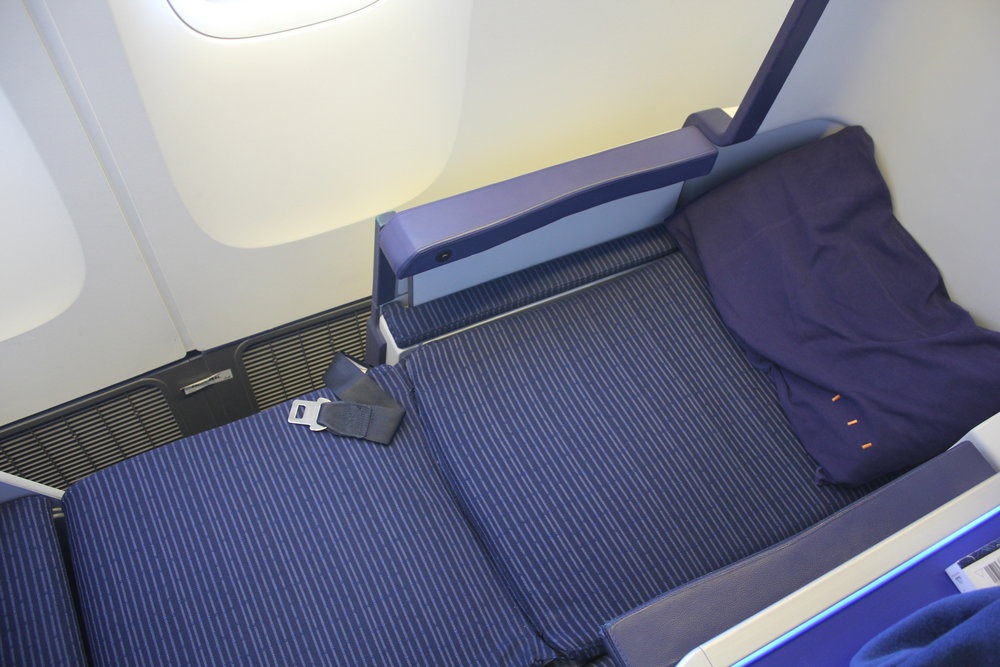ANA 777 business class – Bed