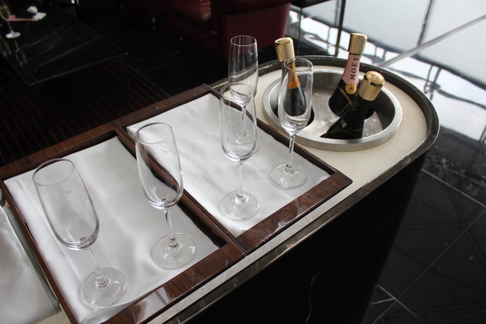 The Wing First Class Lounge by Cathay Pacific – Champagne bar