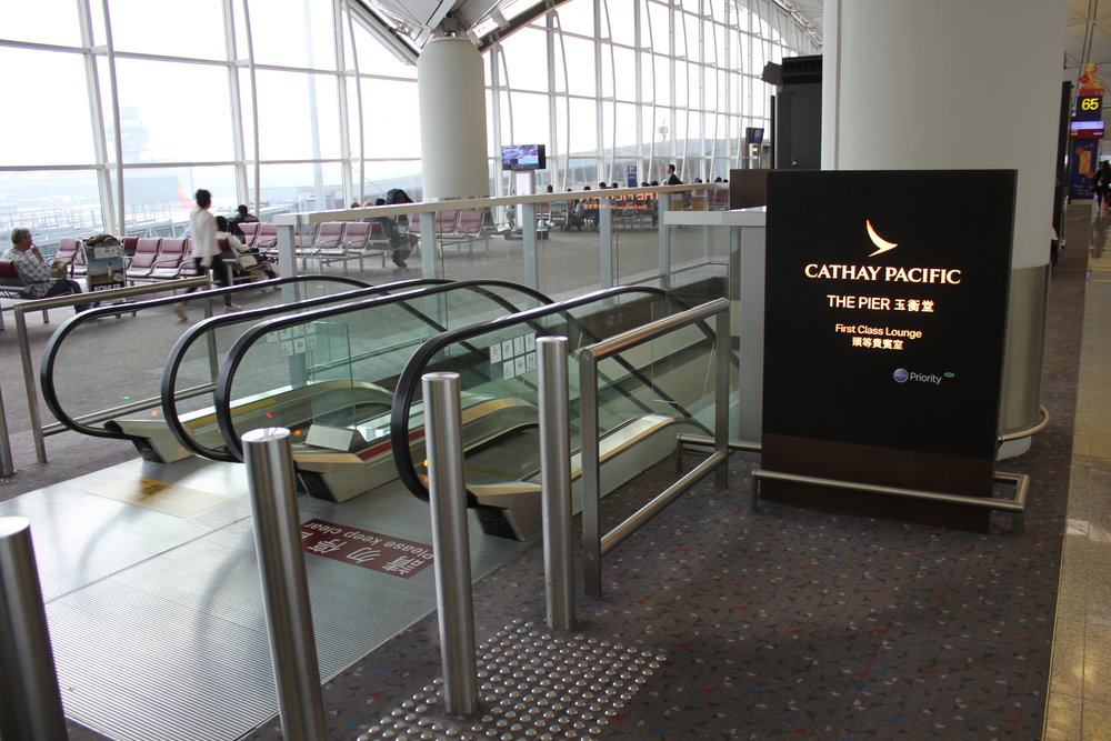 The Pier First Class Lounge by Cathay Pacific – Escalator