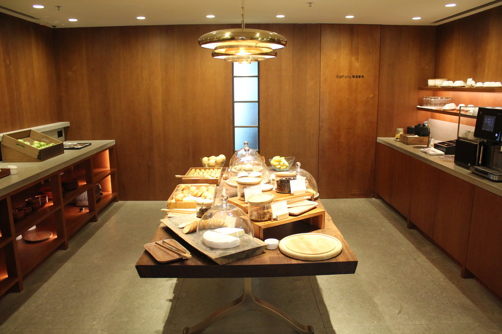 The Pier First Class Lounge by Cathay Pacific – Light buffet