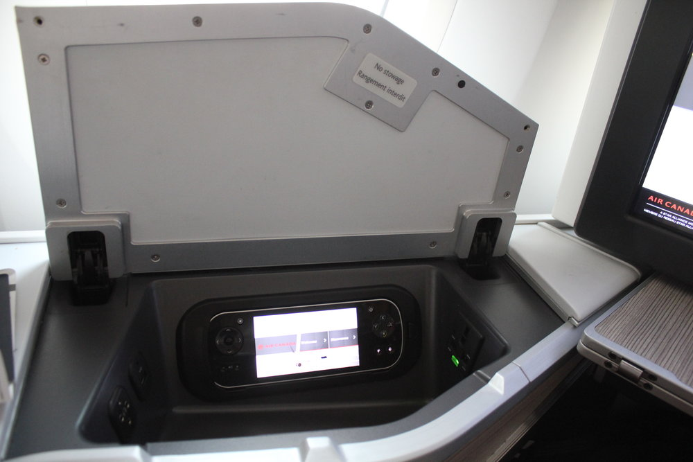 Air Canada business class – Storage compartment
