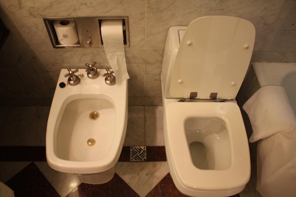 Sheraton Buenos Aires – Bidet and toilet