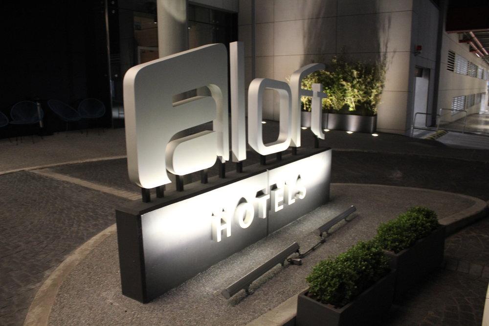 Aloft Montevideo – Exterior sign