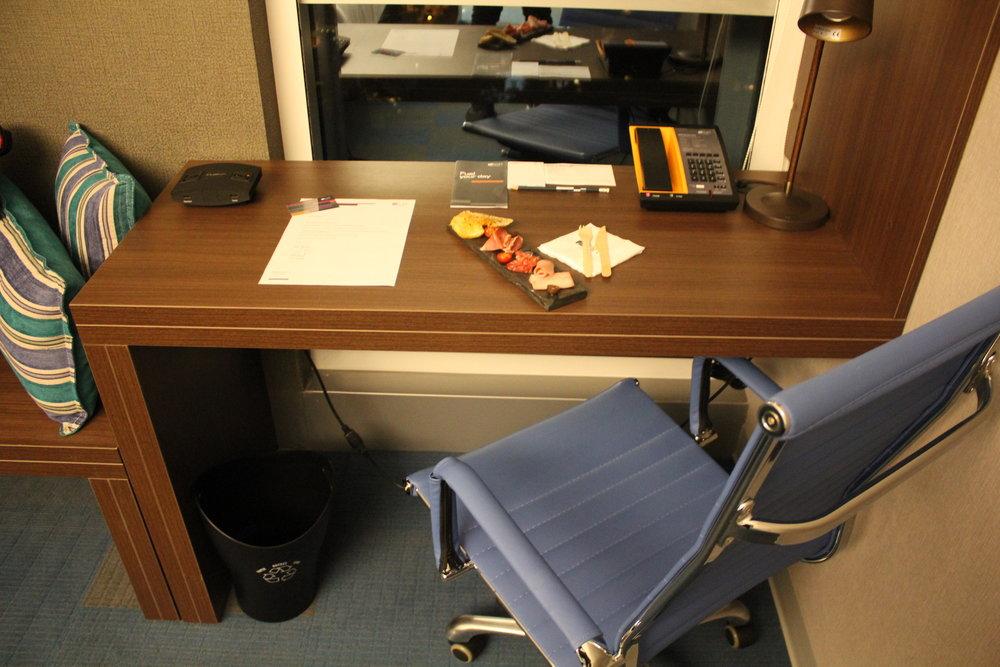 Aloft Montevideo – Right-side desk