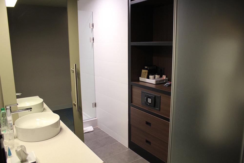 Aloft Montevideo – Bathroom