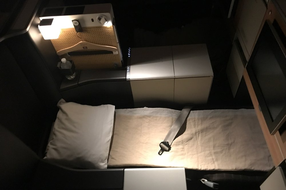 Lie-flat bed on the Swiss 777