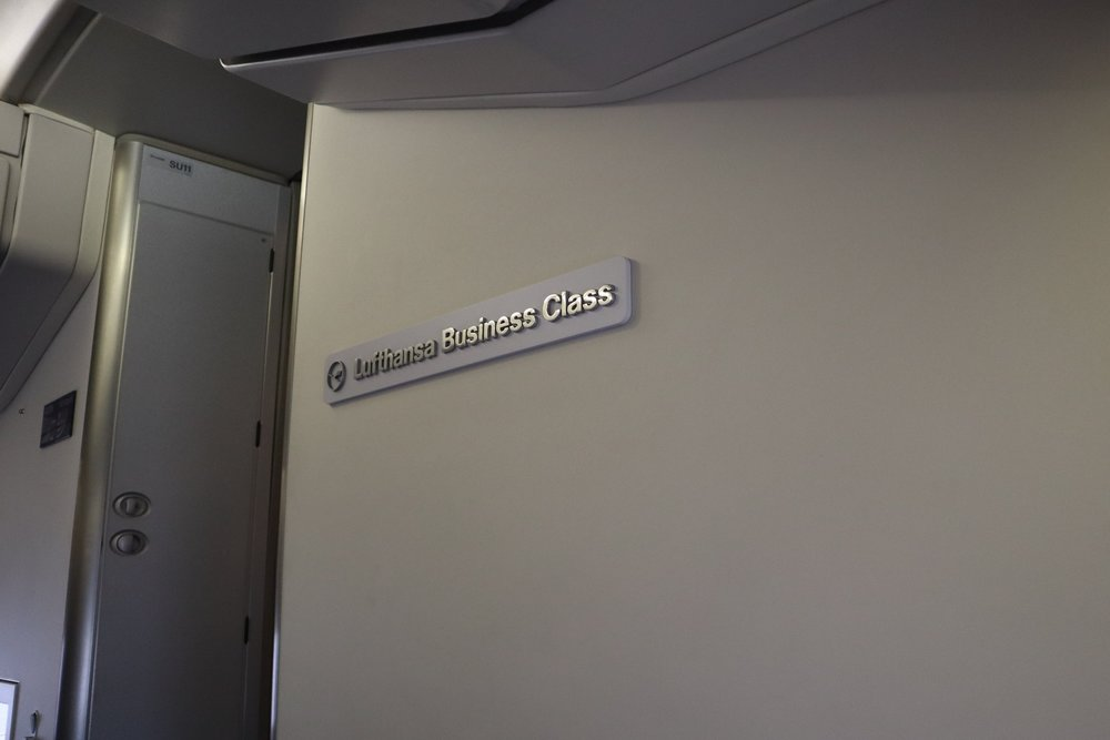 Lufthansa 747-400 business class – Bulkhead sign