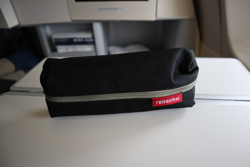 Lufthansa 747-400 business class – Amenity kit