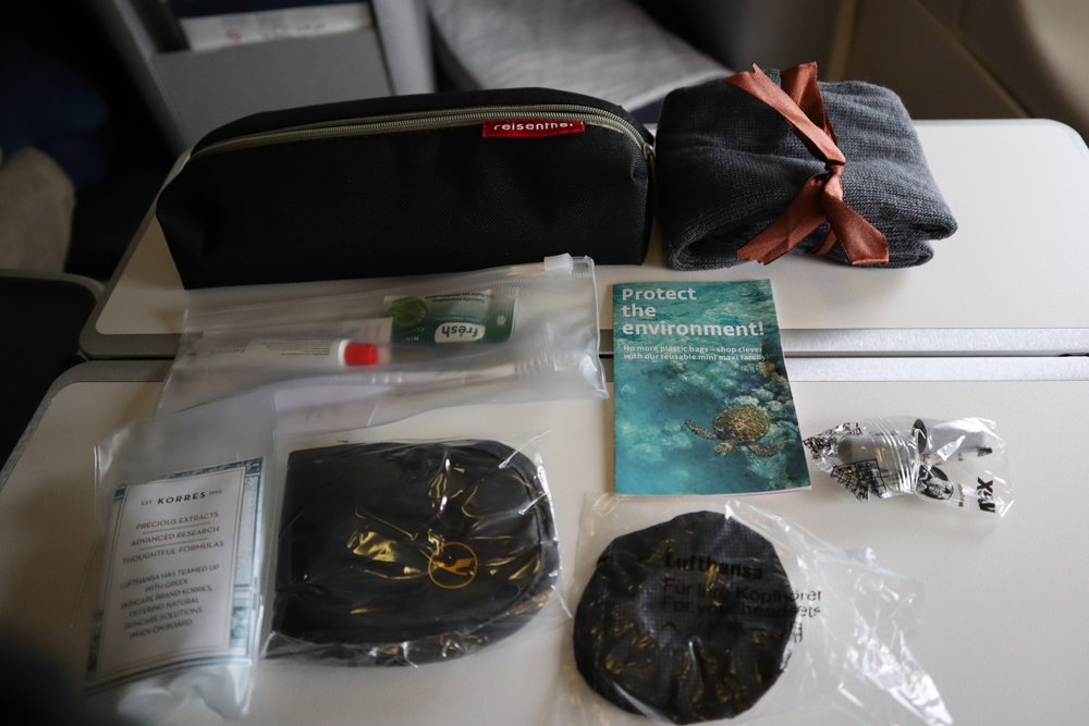 Lufthansa 747-400 business class – Amenity kit contents