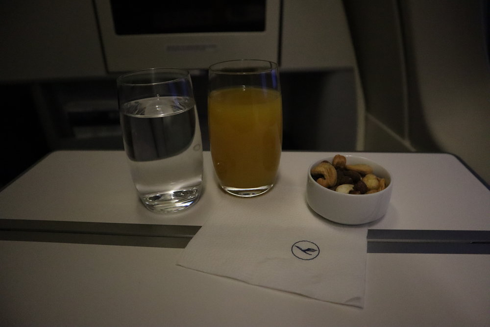 Lufthansa 747-400 business class – Orange juice