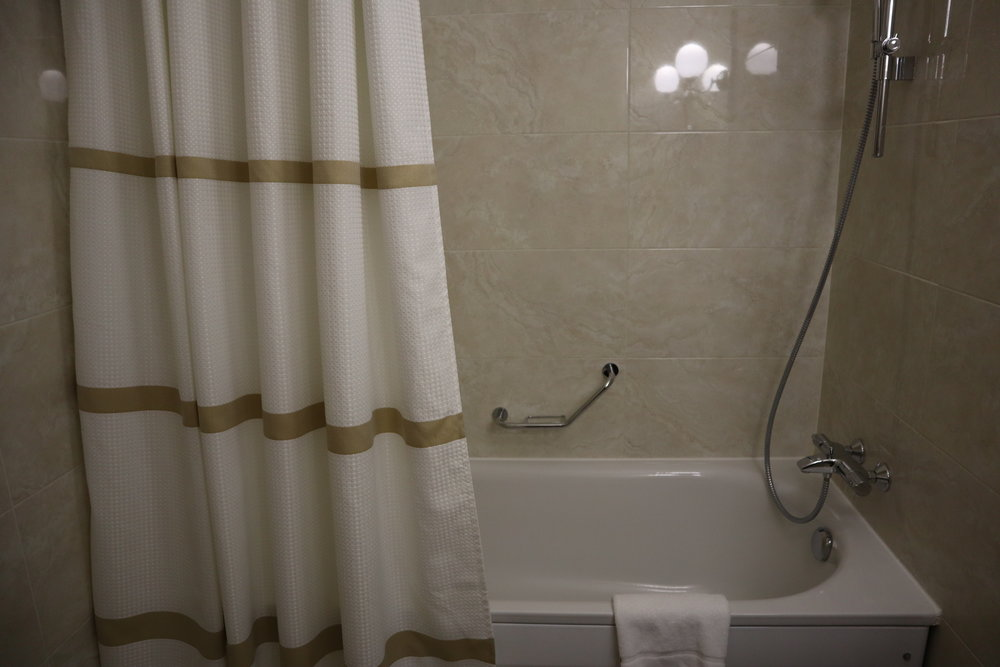 Marriott Moscow Tverskaya – Shower/tub combo