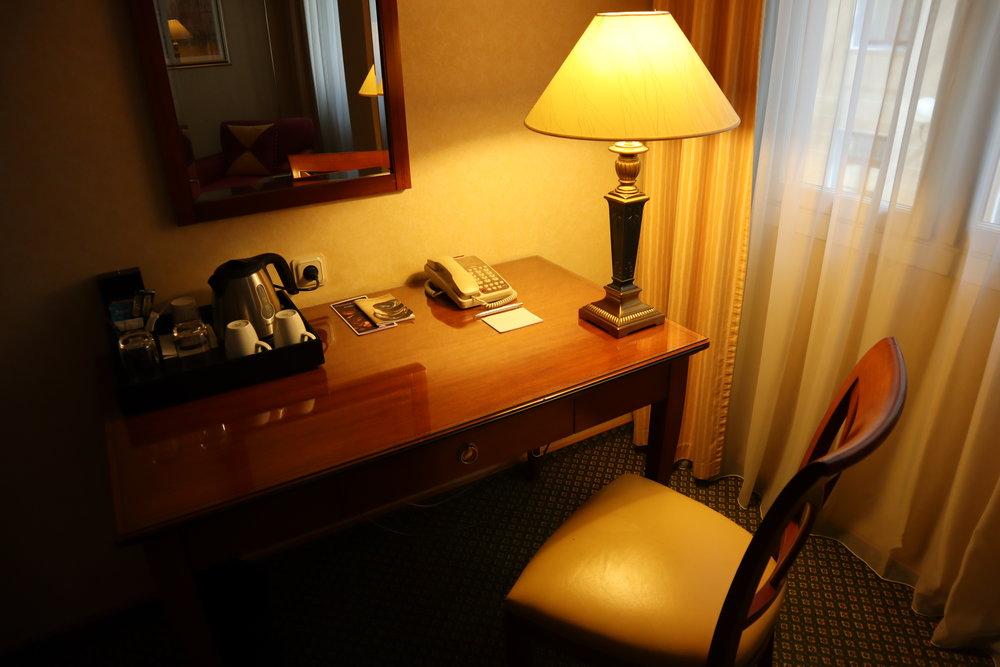 Renaissance St. Petersburg Baltic Hotel – Desk