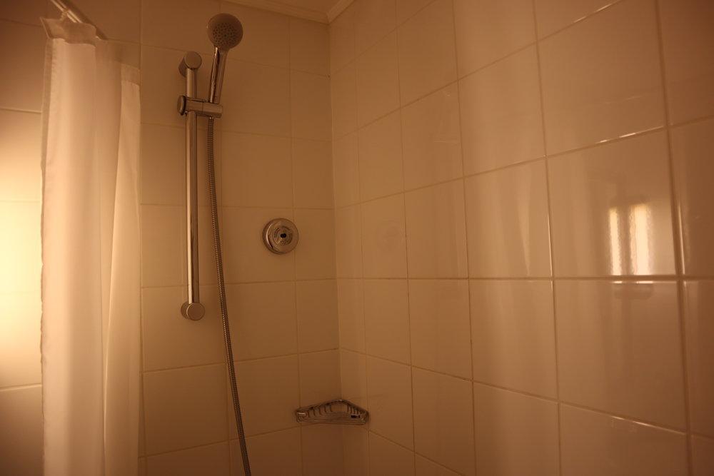 Renaissance St. Petersburg Baltic Hotel – Shower