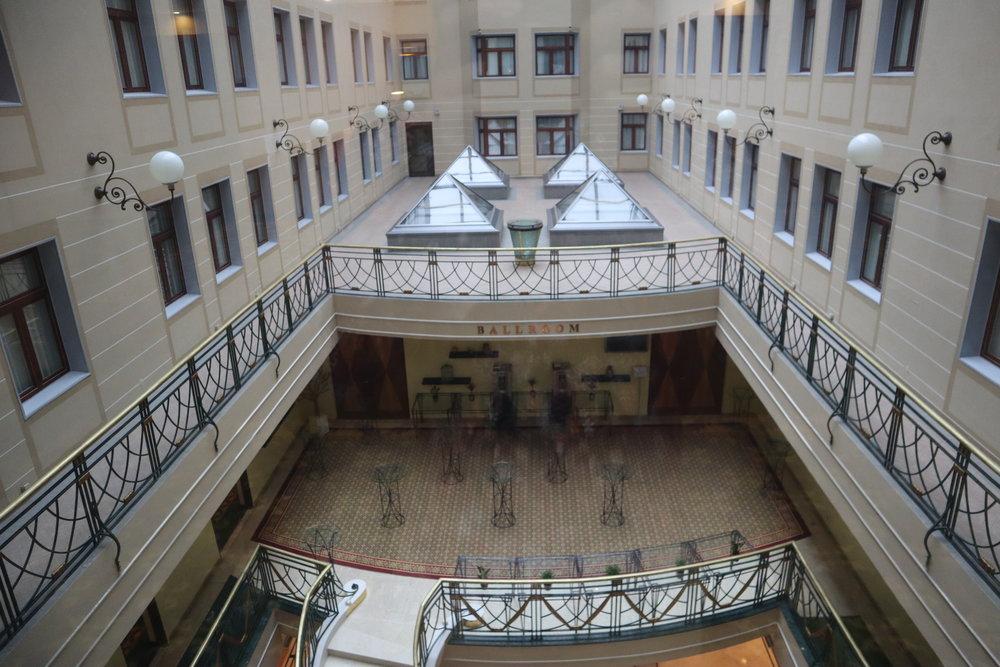 Renaissance St. Petersburg Baltic Hotel – Interior atrium
