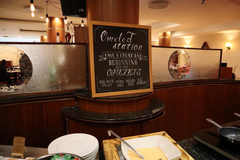 Renaissance St. Petersburg Baltic Hotel – Omelette station