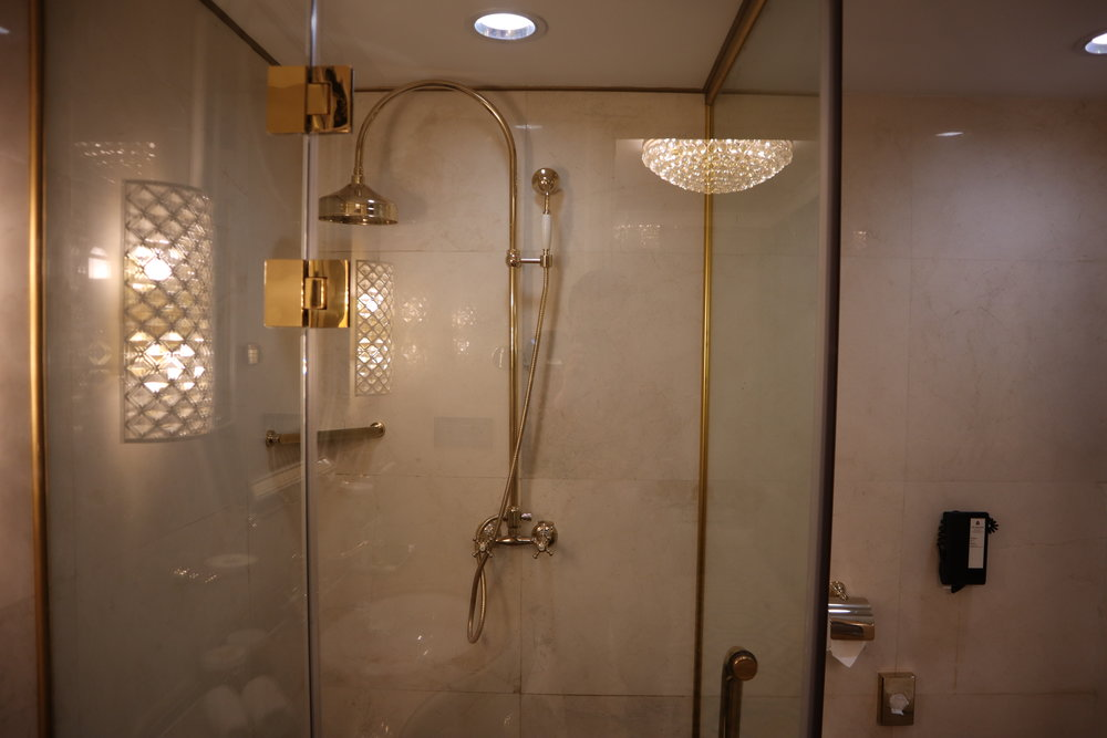 St. Regis Moscow Nikolskaya – St. Regis Suite shower
