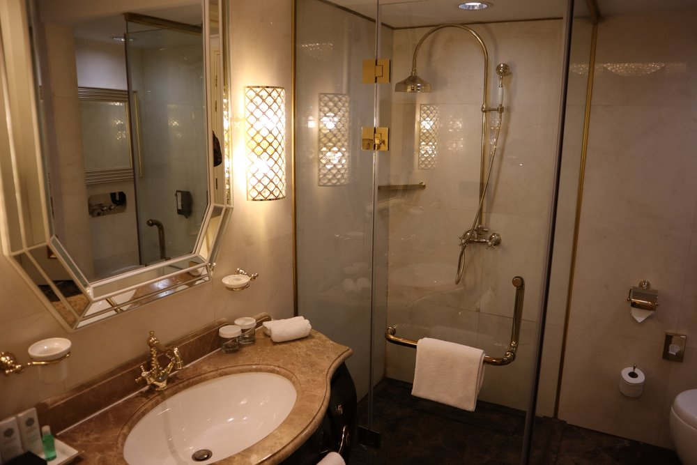 St. Regis Moscow Nikolskaya – St. Regis Suite bathroom