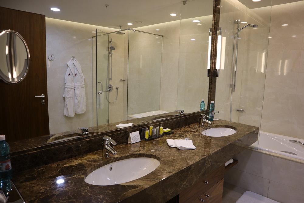 Marriott Novosibirsk – Bathroom sinks