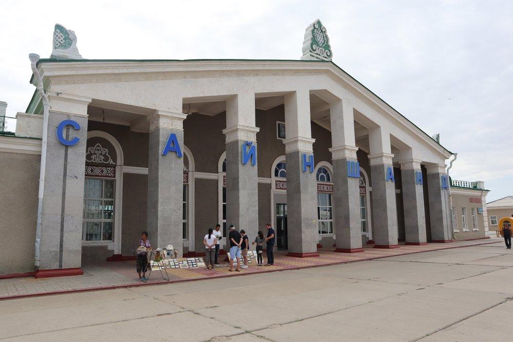 Sainshand station building
