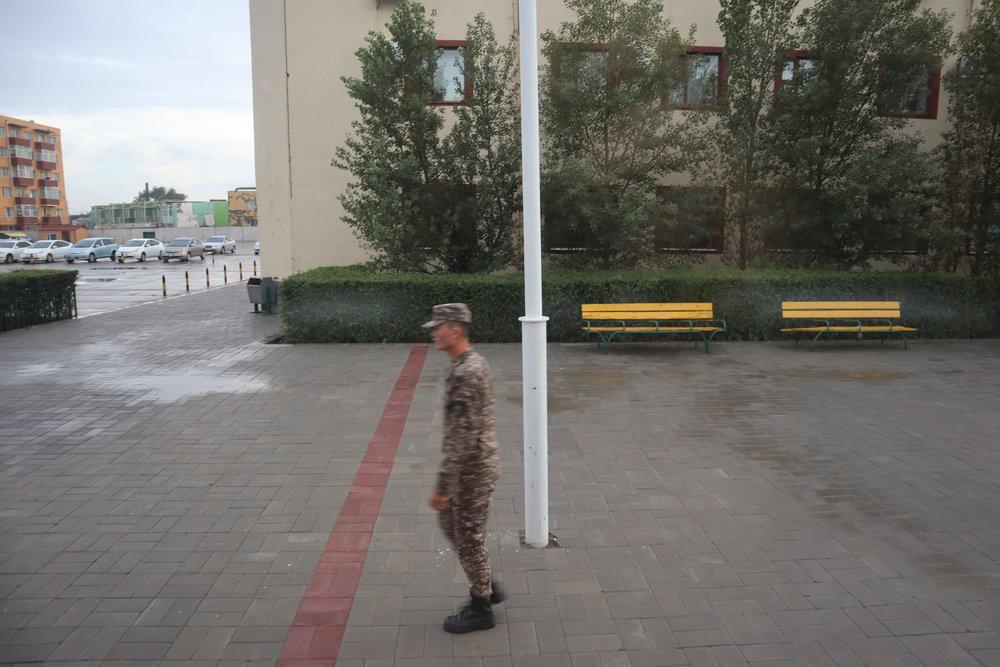 Border official at Zamyn-Üüd