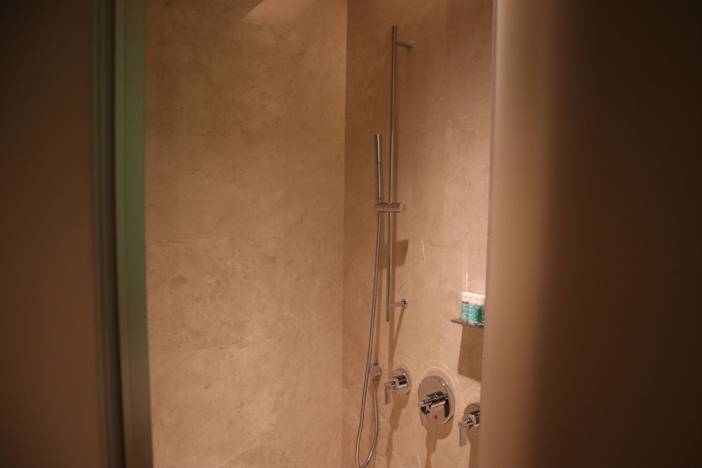 W Suzhou – Spectacular Room shower