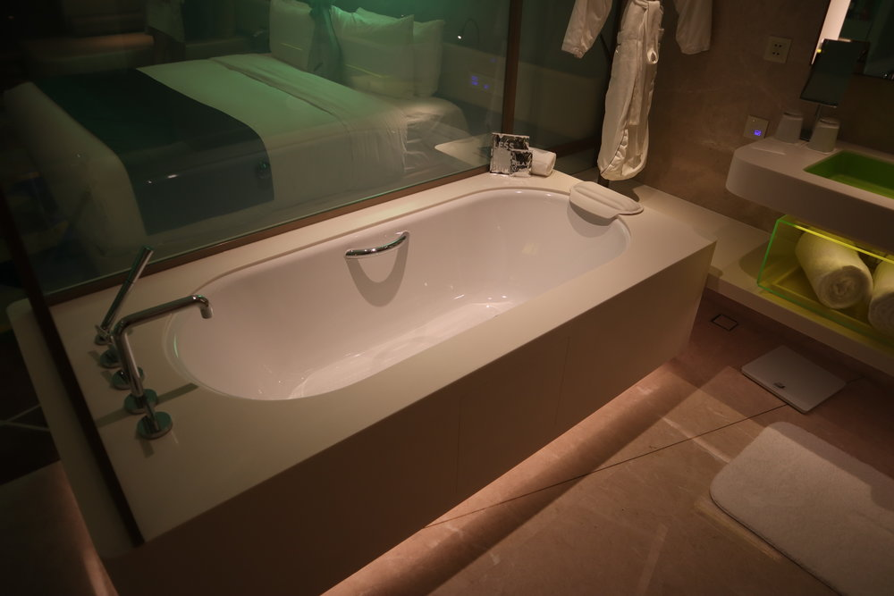 W Suzhou – Spectacular Room bathtub