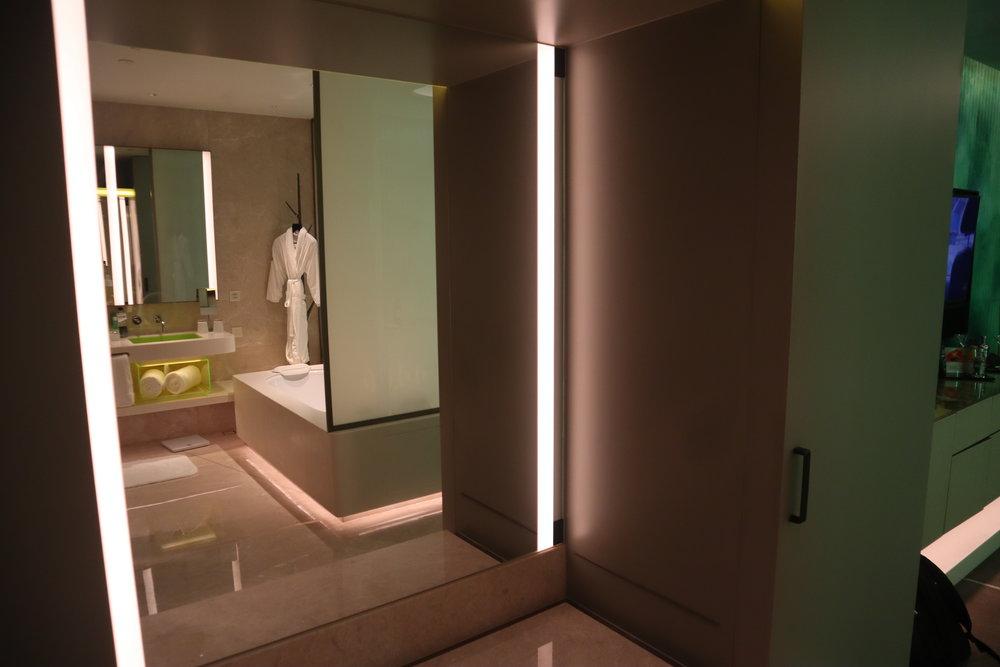 W Suzhou – Spectacular Room full-length mirror