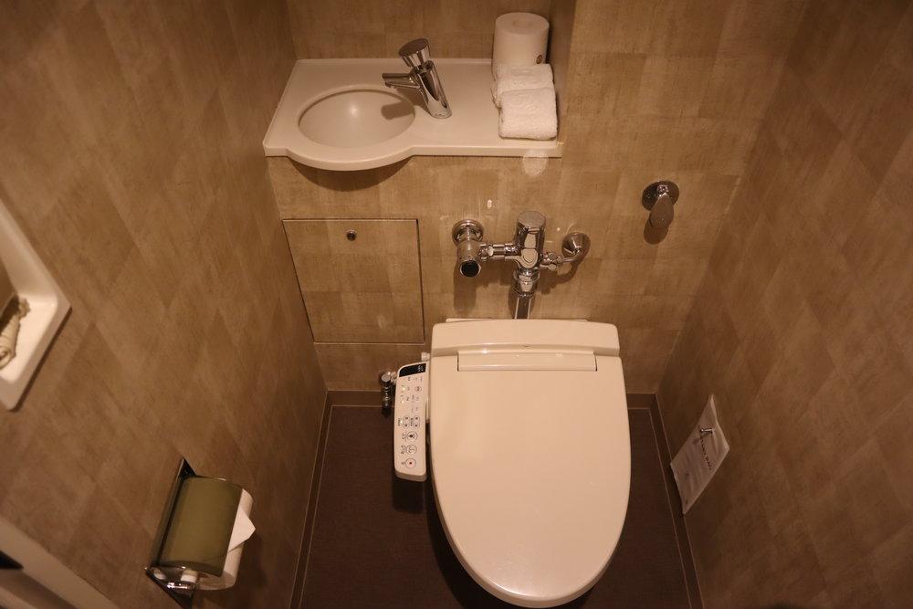 The Prince Sakura Tower Tokyo – Toilet and washbasin