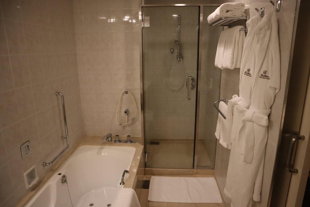 The Prince Sakura Tower Tokyo – Shower and bathtub