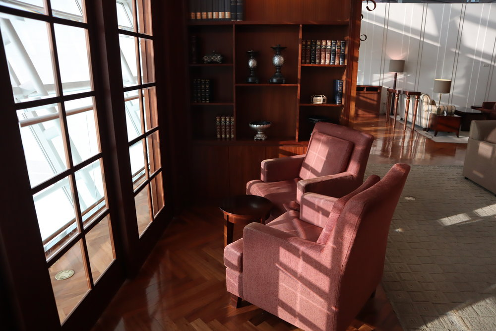 "Asiana Airlines First Class Lounge – Seating ""nooks"""
