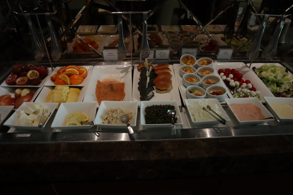 Asiana Airlines First Class Lounge – Salad bar