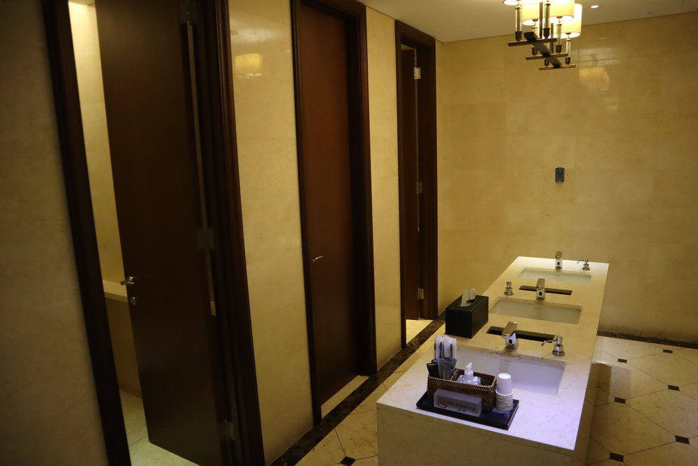 Asiana Airlines First Class Lounge – Bathroom