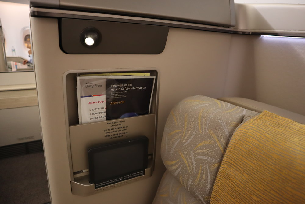 Asiana Airlines First Class – Aisle-side seat features