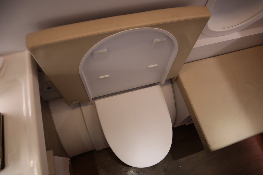 Asiana Airlines First Class – Right-side bathroom toilet seat