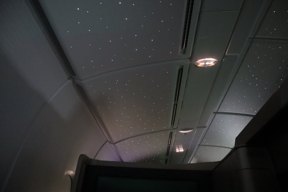 "Asiana Airlines First Class – ""Starry night"" lighting"