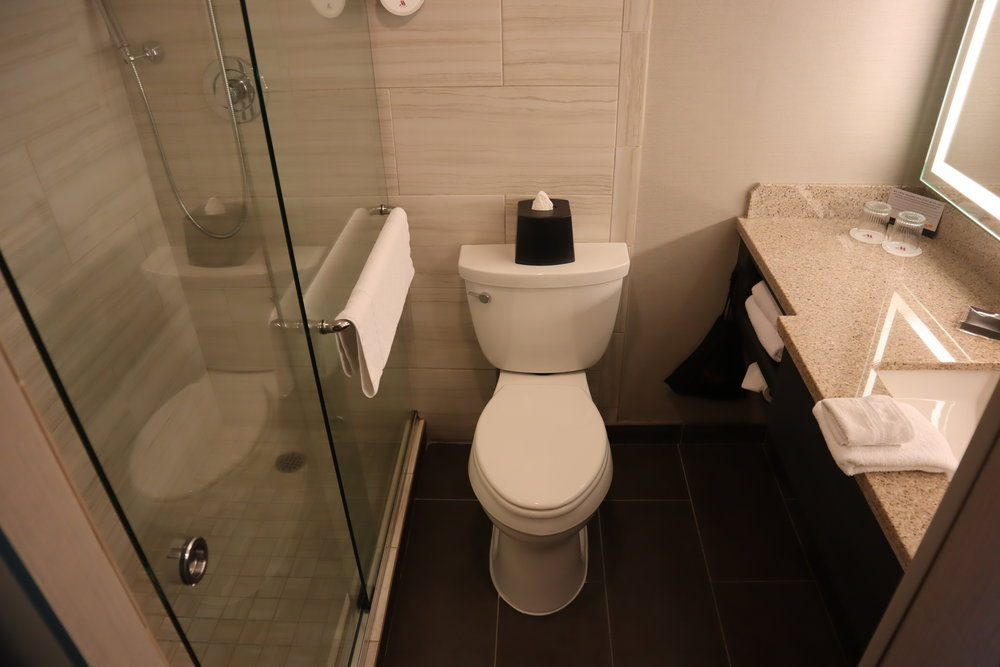 Marriott Portland Downtown Waterfront – Bathroom